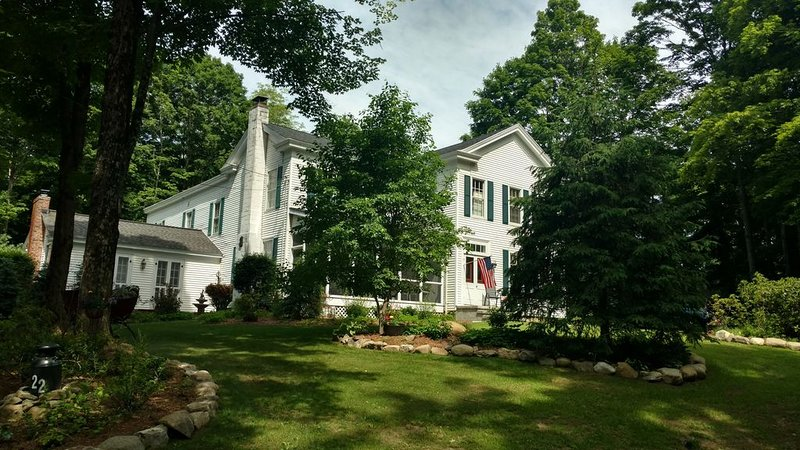 Saratoga-History, Health & Horses-2 mi to dtwn, 1.5 mi to Polo Fields & Skidmore, vacation rental in Corinth