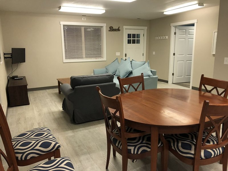 Suite 105 - 2 Bedroom Apartment - Sandy Beach Suites - PET FRIENDLY, holiday rental in Seaview