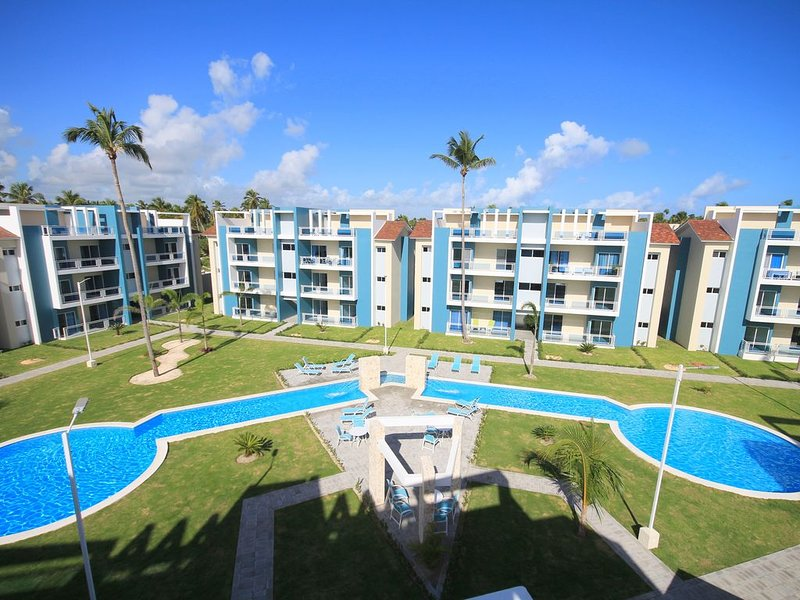 Penthouse 2 Br Unit 1200 Sq Ft + 700 Sq Ft Private Rooftop Overlooking Pool, alquiler de vacaciones en Punta Cana