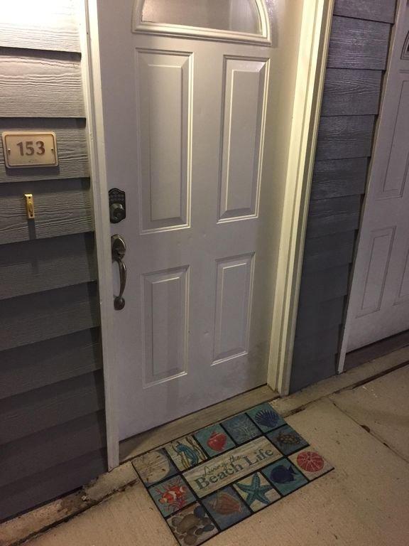 Porte d'entrée avec code de serrure