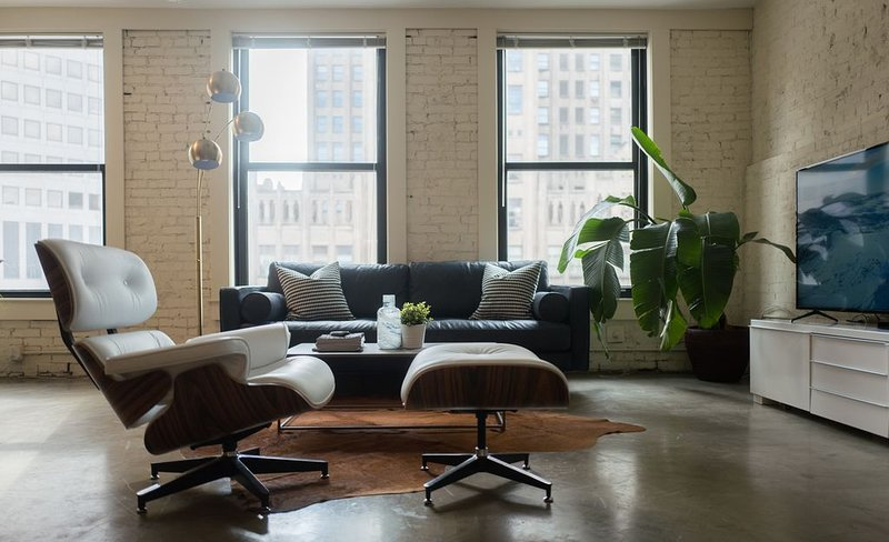 Designer Loft in Center of Downtown, holiday rental in Saint Louis