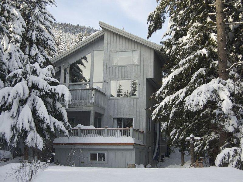 Comfortable suite- Convenient & Quiet Whistler location, alquiler de vacaciones en Pemberton
