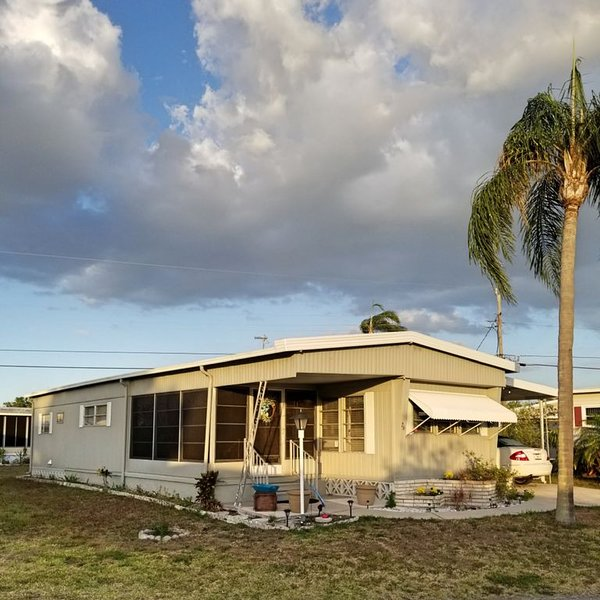 Adorable Home in Friendly and Active 55+ Community, vacation rental in Gulf Gate Branch