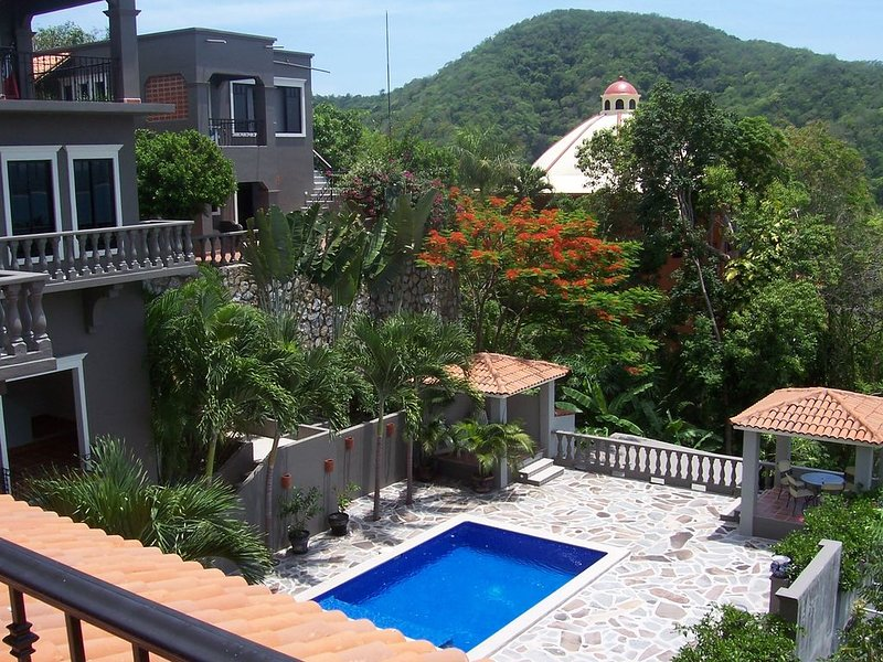La Casita Abajo ~ Amazing views, Beautiful pool, Lush gardens!, holiday rental in Careyes