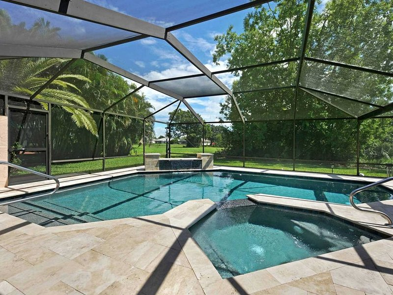32% OFF! SWFL Rentals - Villa Milano - Beautiful Newly Rennovated Pool Home in P, holiday rental in North Fort Myers