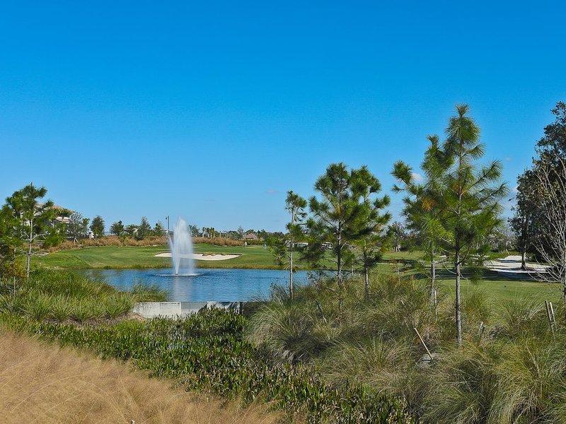 New 3 Bedroom Lakewood National Condo w/ Golf Course Views. Lakewood National 07, holiday rental in Myakka City