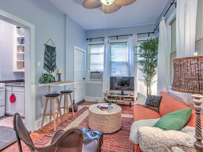 Urban Zen w/ Great Central Location, vacation rental in Memphis