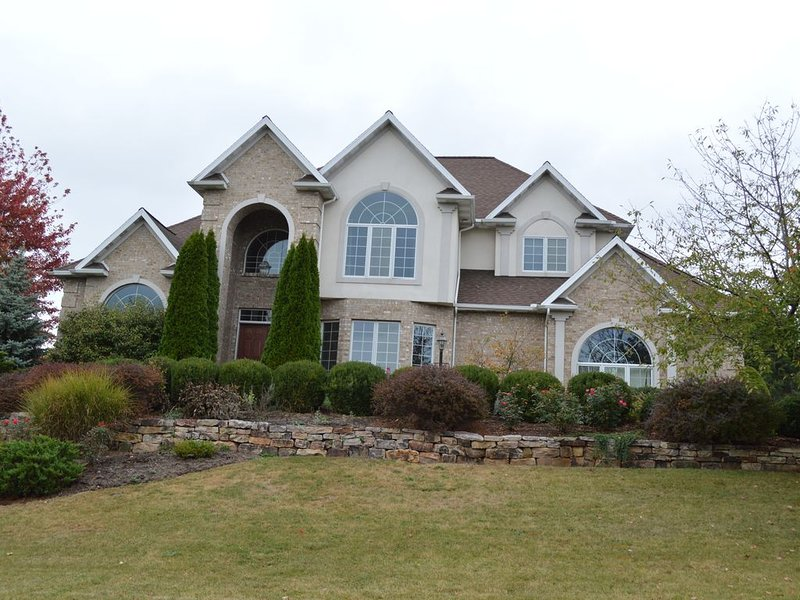 Beautiful Home- Prime Location, view of Beaver Stadium, holiday rental in Julian