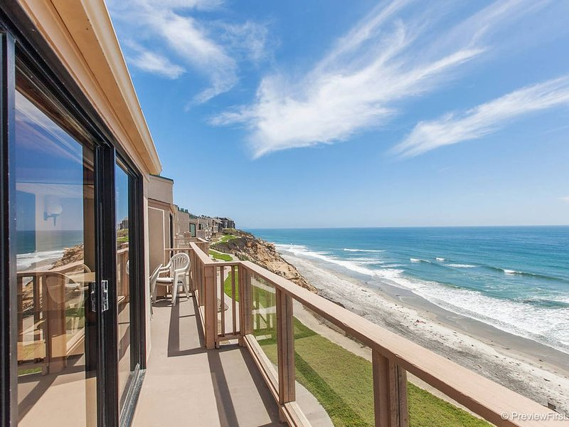 Oceanfront corner unit! Magnificent views!!, vacation rental in Solana Beach