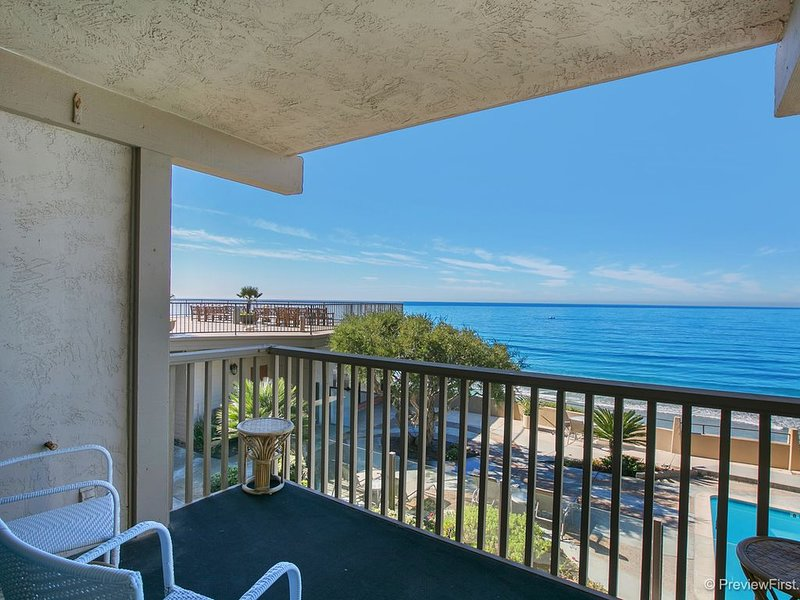 Del Mar Beach Club Oceanfront Condo, vacation rental in Solana Beach