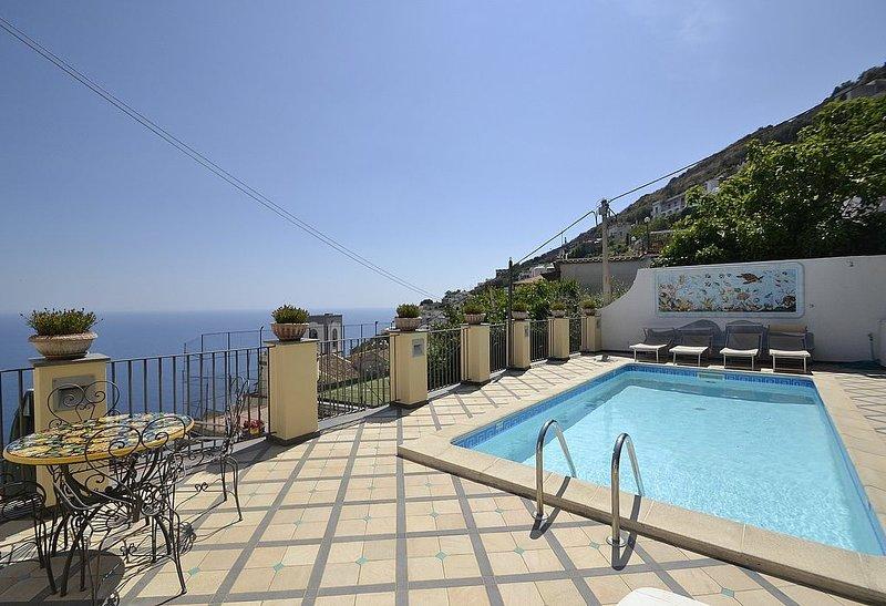 Villa Bellezza: Una splendida villa storica su due piani ricca di eleganti decor, vacation rental in Praiano