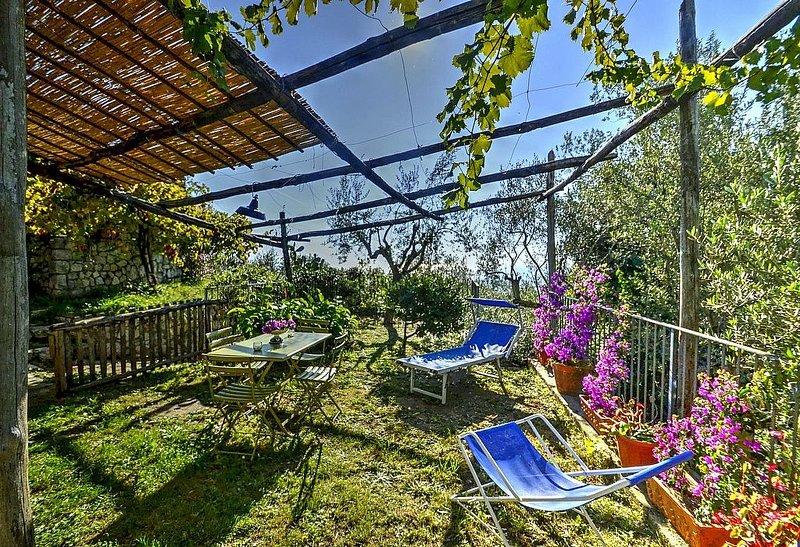 Villa Silvestre D, rimborso completo con voucher*: Un accogliente cottage rivolt, Ferienwohnung in Sant'Agata sui Due Golfi