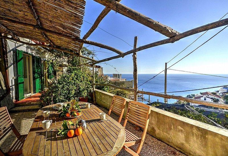 Villa Arcangela B: Una caratteristica e accogliente casa indipendente su due pia, alquiler de vacaciones en Amalfi