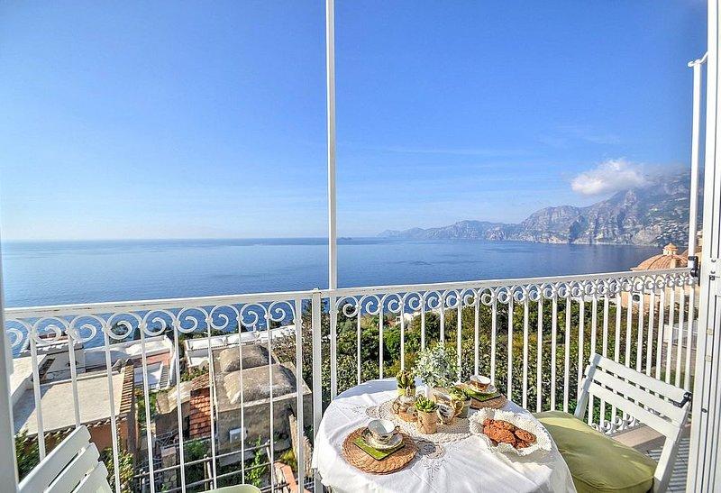 Casa Biagina A: Un luminoso appartamento rivolto al sole e al mare., vacation rental in Praiano