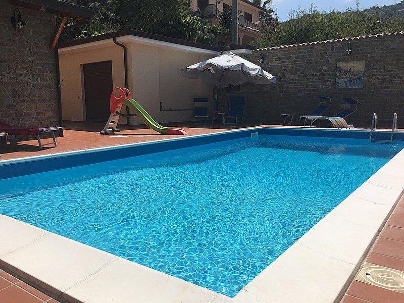 Villa Ludovica: Un elegante ed accogliente appartamento che è parte di una villa, holiday rental in Santa Maria di Castellabate
