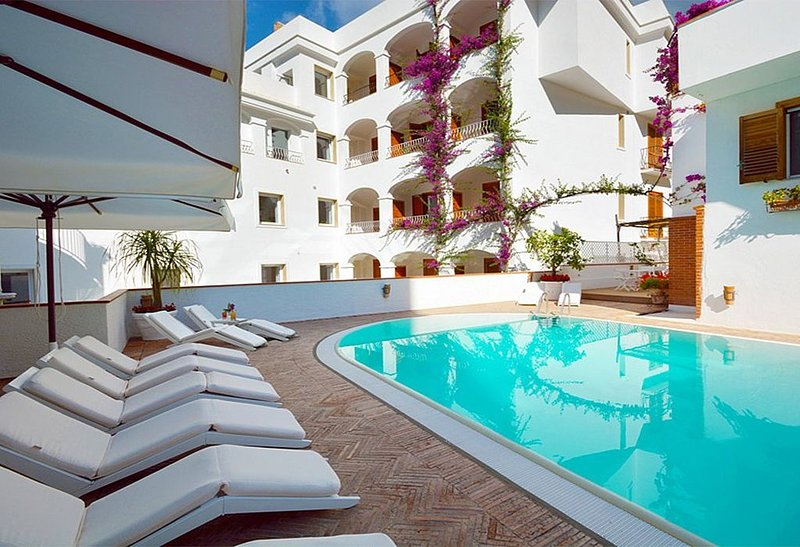 Casa Alloro E, rimborso completo con voucher*: Un accogliente appartamento situa, aluguéis de temporada em Minori