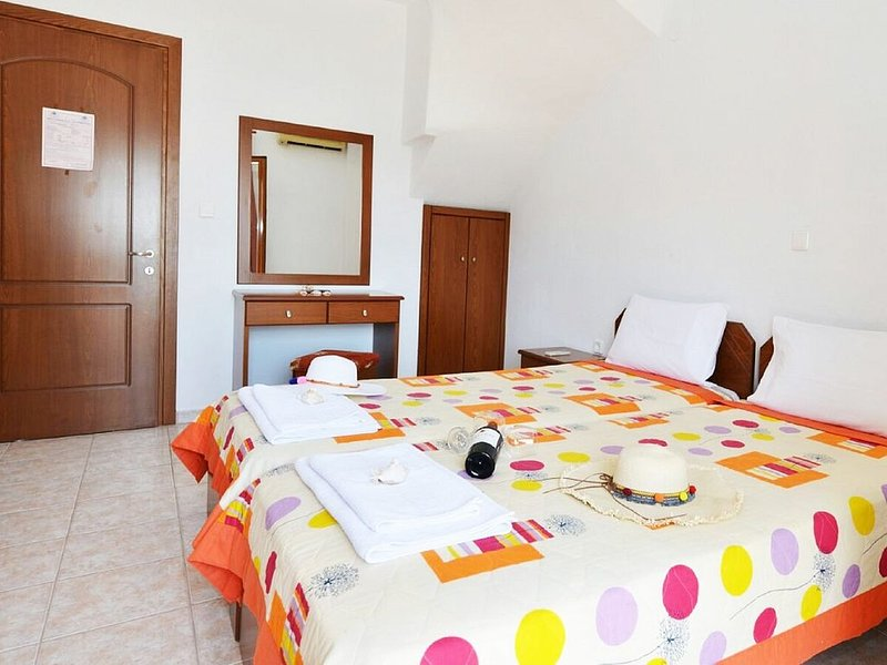 Sea View Maisonette Apartment with A/C, only 300 Meters from the Beach !, casa vacanza a Skala Panagia