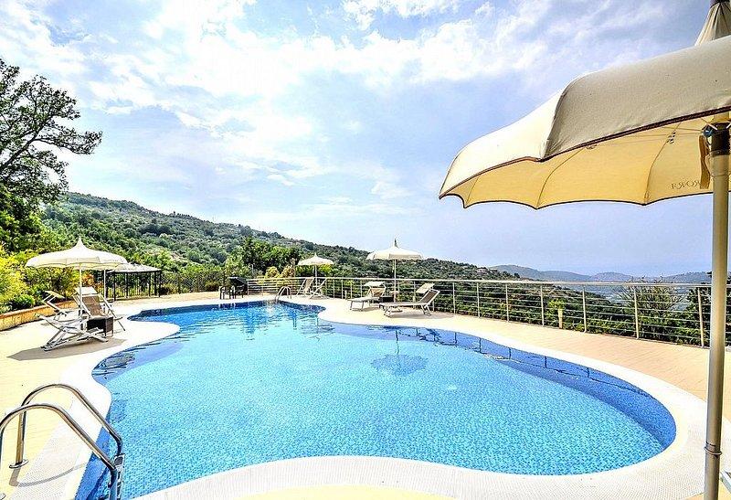 Villa Albatros B: Una caratteristica e accogliente casa indipendente circondata, vacation rental in Cicerale