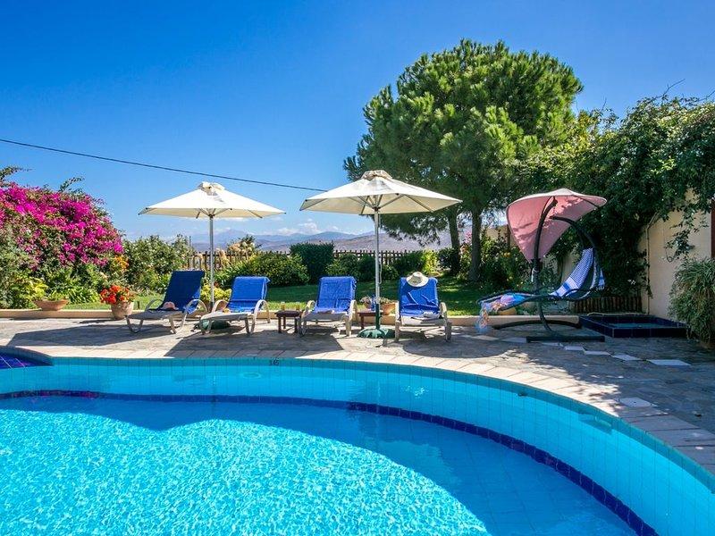 Spacious Traditional Villa in Beautiful and Quiet Surroundings !, alquiler vacacional en Myrtia