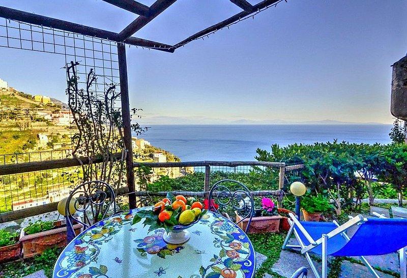 Casa Maresia: Un'incantevole casa indipendente su due piani rivolta al sole e al, alquiler de vacaciones en Amalfi