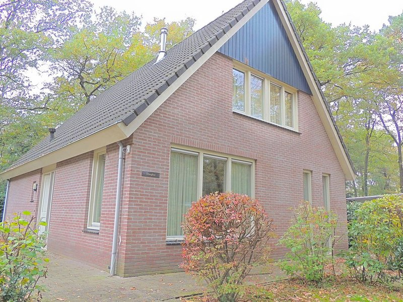 Comfortable home with fireplace, located in nature, holiday rental in Klarenbeek
