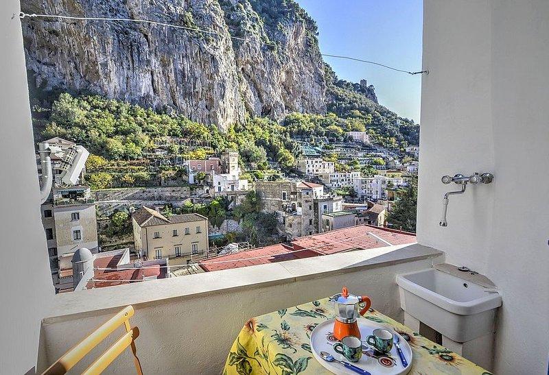 Casa Macrina D, rimborso completo con voucher*: Un allegro appartamento in posiz, vacation rental in Pogerola