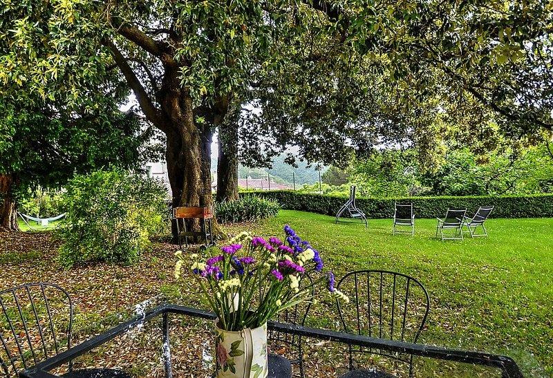 Villa delle Signorine: Una elegante ed accogliente villa su tre piani situata in, holiday rental in San Cipriano Picentino