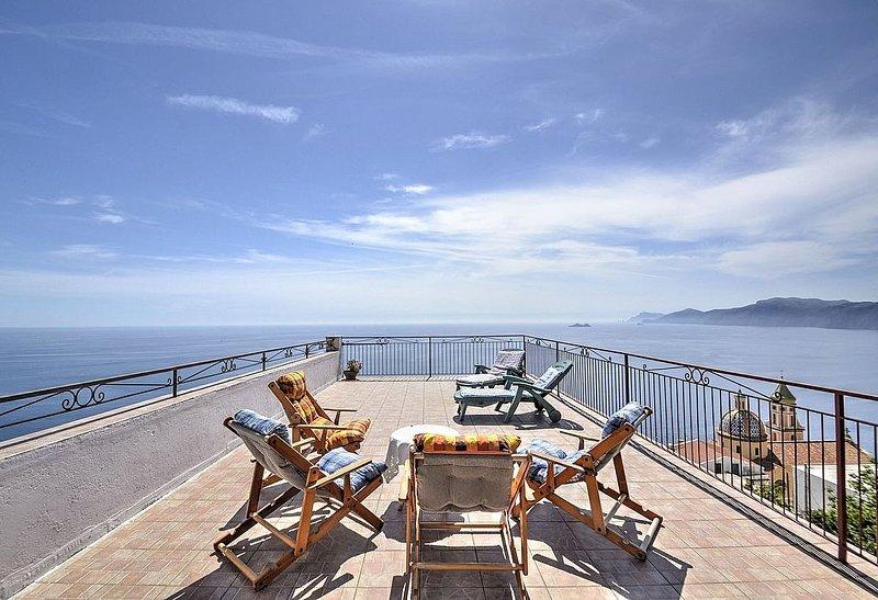 Casa Ubaldina: Un caratteristico e accogliente appartamento rivolto al sole e al, vacation rental in Praiano