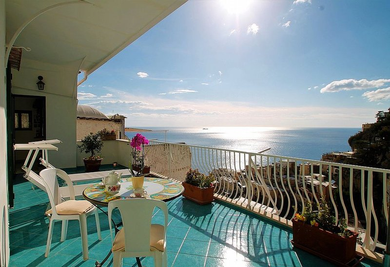 Villa Irina, rimborso completo con voucher*: Una caratteristica casa indipendent, vacation rental in Positano