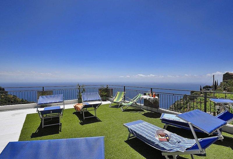 Villa Aronne, rimborso completo con voucher*: Un'incantevole casa indipendente r, vacation rental in Fiordo di Furore