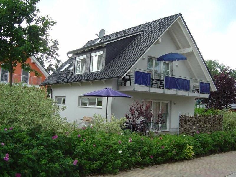 Gemuetliche Ferienwohnung mit Balkon direkt an der Mueritz in Roebel, holiday rental in Gotthun