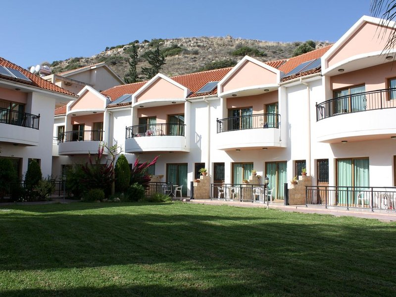 Wohnung in schöner Ferienanlage mit Pool direkt am Strand, Wifi | Limmassol, Zyp, holiday rental in Anoyira