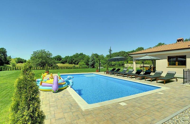 Atemberaubende Villa bei Rovinj mit privatem Pool, Tischtennis, Billard, Klima,, holiday rental in Rovinjsko Selo