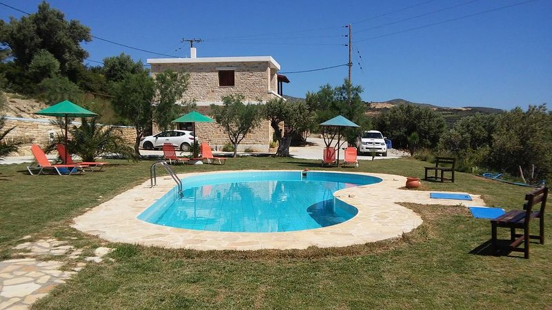 Ferienwohnung im Grünen mit Pool, großer Garten, Wifi | Triopetra, Kreta, location de vacances à Xilokampos