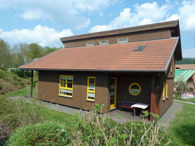 Ferienhaus Waldmünchen Tb2 50qm bis 4Pers (11b) WLAN und Erlebnisbadnutzung inkl, holiday rental in Treffelstein