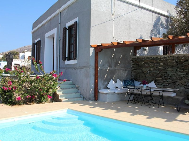 Schöne Villa mit Pool direkt am Meer, Wifi, 8 Pers. | Syros, Kykladen, holiday rental in Galissas