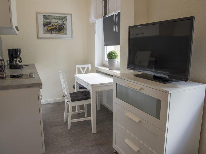 FP 60 - Moderne gemütliches Studio mit Schwimmbad und Meerblick-Terrasse im Haus, holiday rental in Nordholz
