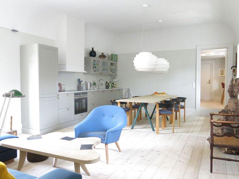 City Apartment in Kopenhagen mit 2 Schlafzimmern 6 Schlafplätzen, holiday rental in Copenhagen