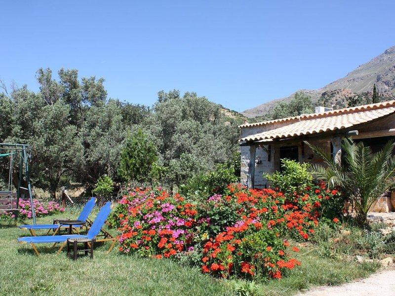 Ruhige, ländliche Idylle genießen - Ferienhaus nahe zum Meer, Wifi |Triopetra, K, location de vacances à Xilokampos