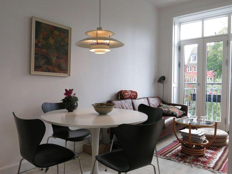 City Apartment in Kopenhagen mit 1 Schlafzimmern 2 Schlafplätzen, holiday rental in Copenhagen