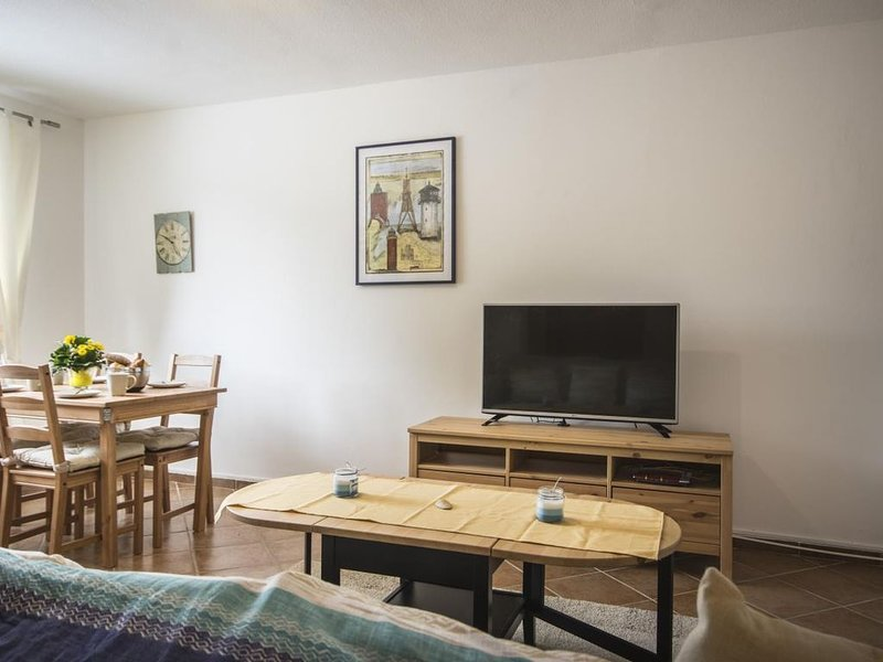 NR 8 links - Wunderschöne Ferienwohnung direkt an der 'Alten Liebe' für 4 Person – semesterbostad i Cuxhaven