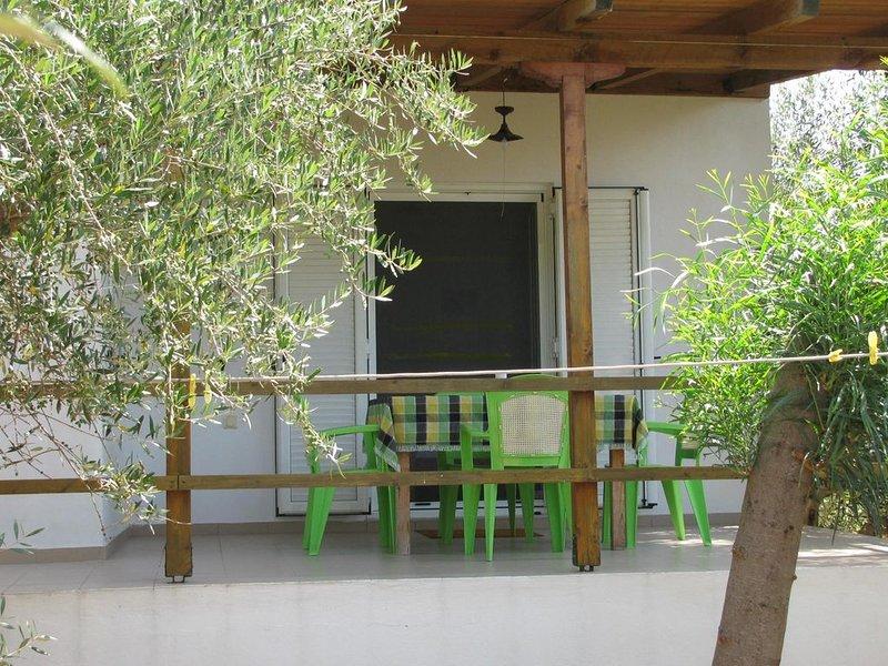 Ruhig gelegen, inmitten eines Olivenhains, nah zum Strand, Wifi | Ferienhaus Ili, holiday rental in Neochori