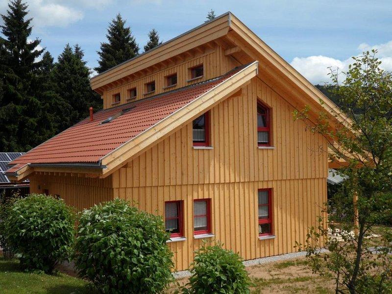 Ferienhaus Waldmünchen Tc 100qm bis 8Pers (2c) WLAN und Erlebnisbadnutzung inkl, holiday rental in Treffelstein