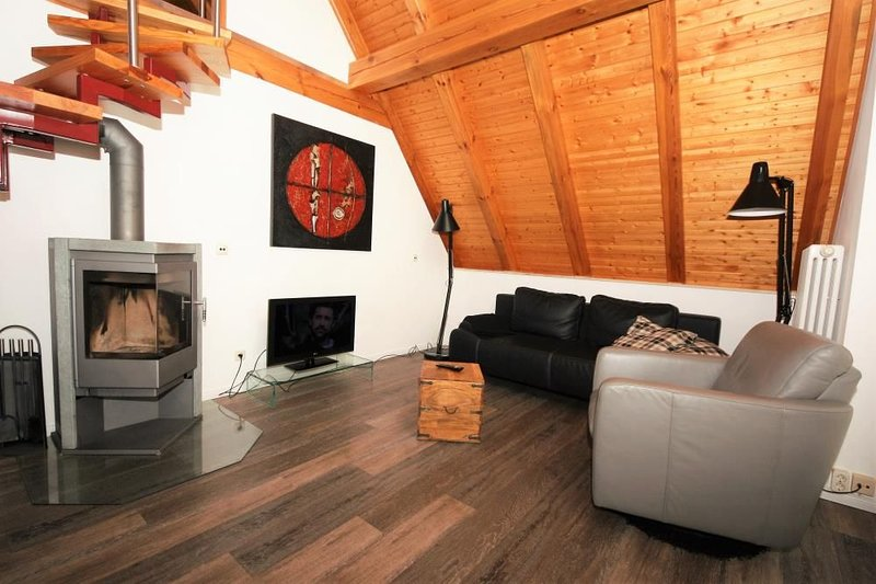 Charmante Ferienwohnung mit Kamin & Eckbadewanne am See in Roebel, holiday rental in Gotthun