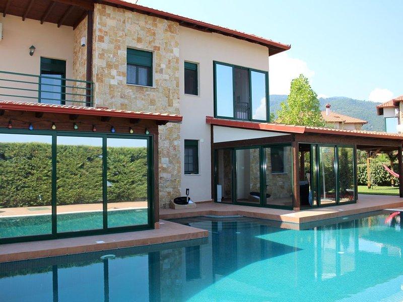 Villa mit Pool und Garten, Wifi, 7 Pers. | Pieria - Olymp. Riviera, Makedonien, holiday rental in Olympiada