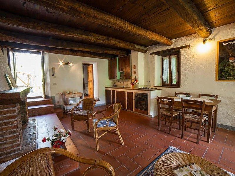 Ferienwohnung Vergemoli für 4 - 5 Personen mit 3 Schlafzimmern - Ferienwohnung i, holiday rental in Vergemoli