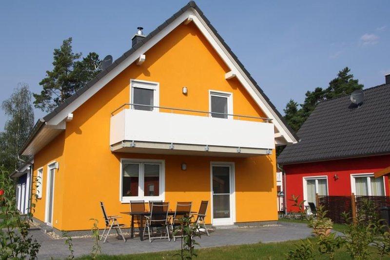 Haus Nordlicht mit Kamin & Sauna im Mueritz-Ferienpark Roebel in Roebel/Mueritz, holiday rental in Gotthun