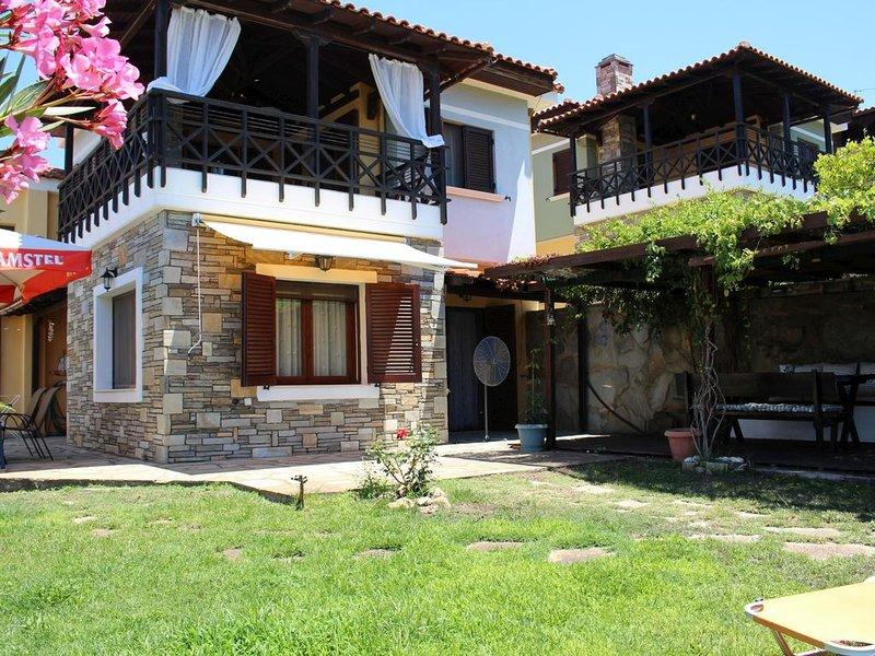 Traumhaft gelegenes Ferienhaus direkt am Meer, Wifi | Nikiti, Chalkidiki-Sithoni, vacation rental in Nikiti