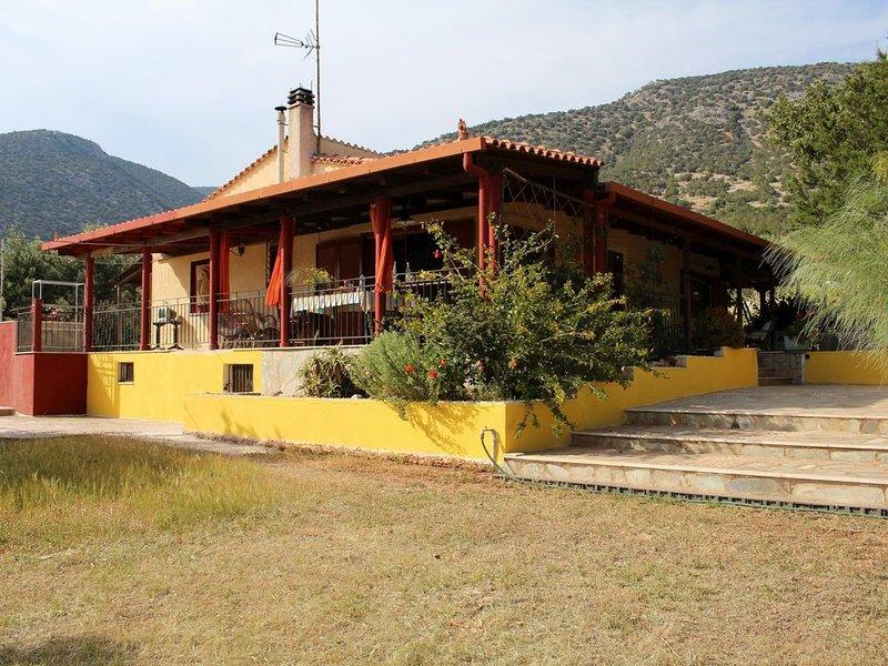 Freistehendes Haus mit großem Garten, nah zum Strand, Meerblick, WIFI | Argolis,, location de vacances à Iria