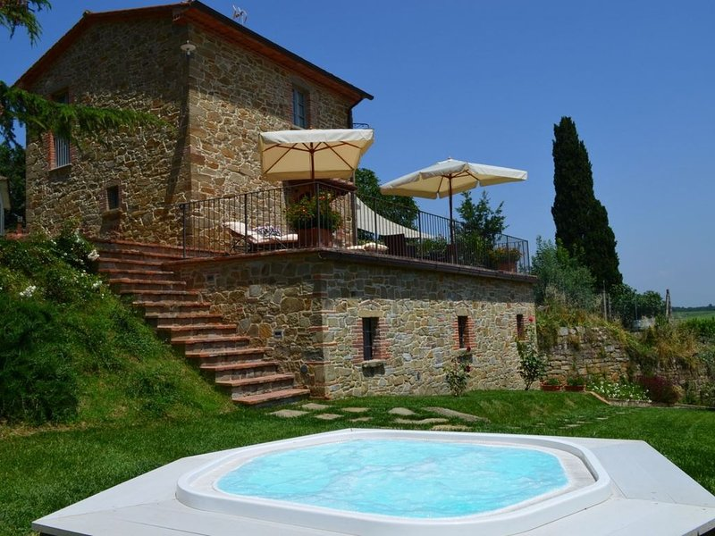 kleines Steinhaus in Monte San Savino ideal für kleine Familien oder Paare, mit, aluguéis de temporada em Monte San Savino